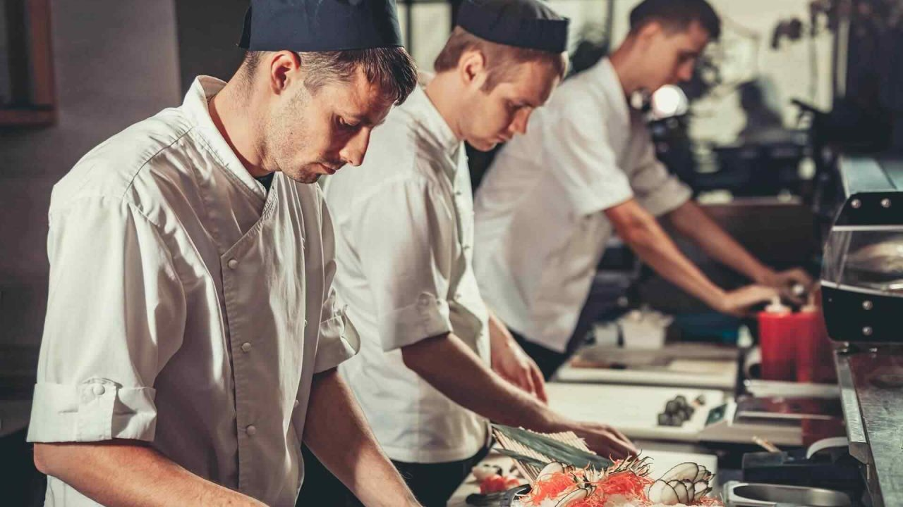 https://hotelier.com.py/wp-content/uploads/2018/01/Chef3-1280x720.jpg