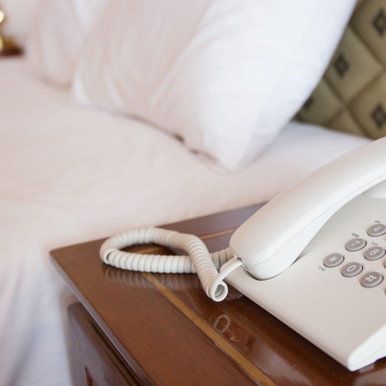 ¿Es el fin de los teléfonos en las habitaciones?