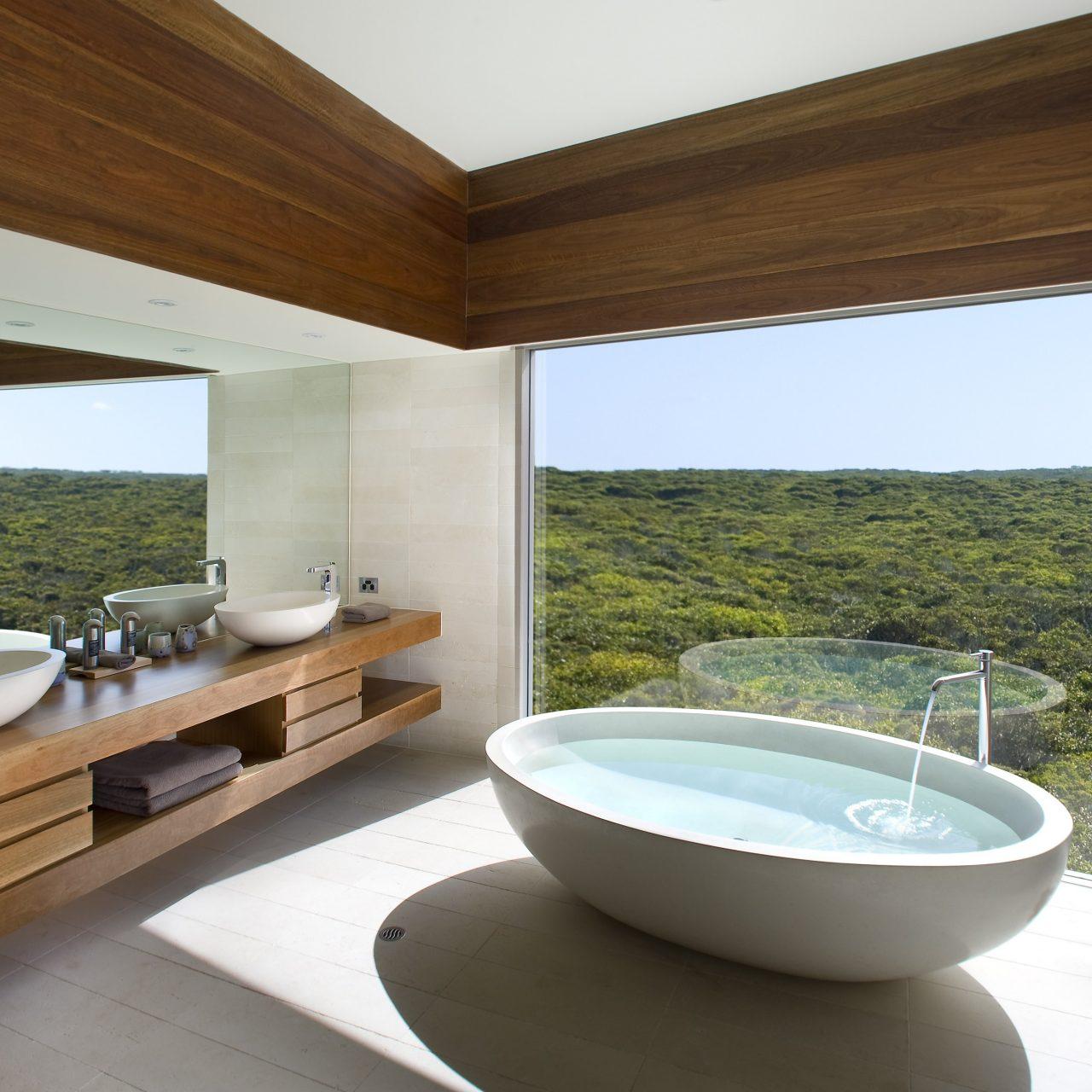 Los baños de hotel se rediseñan con lujo y tecnología