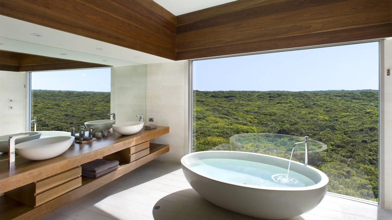 https://hotelier.com.py/wp-content/uploads/2019/04/001-most-beautiful-hotel-baths-1280x720.jpg